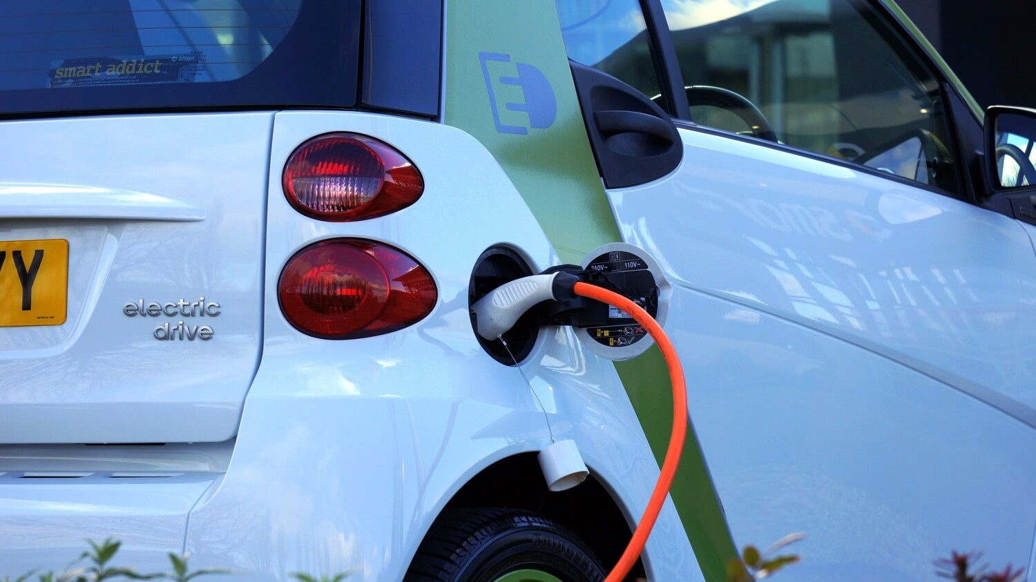 Free Electric Car Chargers Offered by Retailers – How to Deal with the Additional Energy Costs